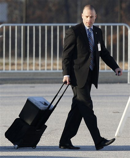 David Coombs, attorney for Army Pfc. Bradley Manning, walks into a courthouse in Fort Meade, Md., Monday, Dec. 19, 2011, for a military hearing that will determine if Manning should face court-martial for his alleged role in the WikiLeaks classified leaks case. (AP Photo/Patrick Semansky)